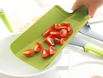 One-handed move into a pan! TONBO Soft Cutting Board